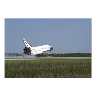 Space shuttle Discovery lands on Runway 33 4 Photo Print