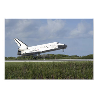 Space shuttle Discovery lands on Runway 33 Photo Print