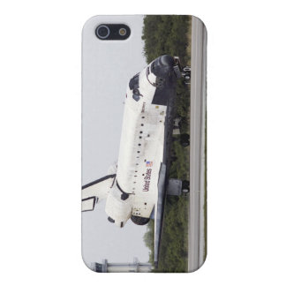 Space Shuttle Discovery on the runway iPhone 5/5S Covers