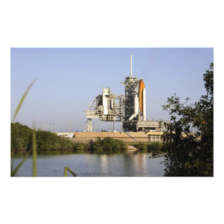 Space Shuttle Discovery sits ready Photo Print
