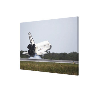 Space Shuttle Discovery touches down 3 Canvas Print