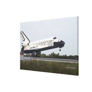Space Shuttle Discovery touches down Canvas Print