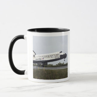Space Shuttle Discovery touches down Mug