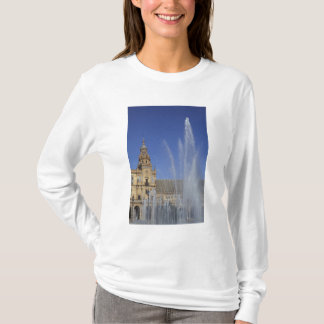 Spain, Sevilla, Andalucia Fountain and ornate T-Shirt