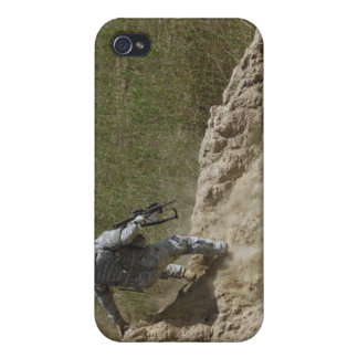 Specialist climbs down cover for iPhone 4