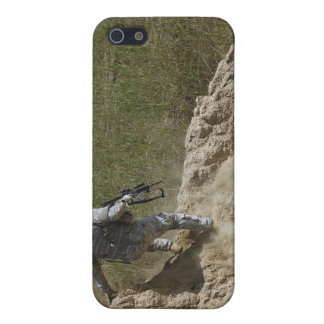 Specialist climbs down iPhone 5/5S cases