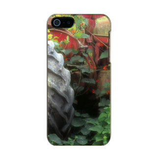 Spring flowers adorn an old tractor. incipio feather® shine iPhone 5 case