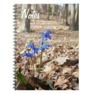 Spring gang flowers against Skogsbakgrund Notebook