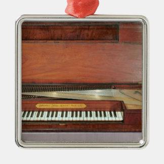 Square piano, 1767 (photo) Silver-Colored square decoration