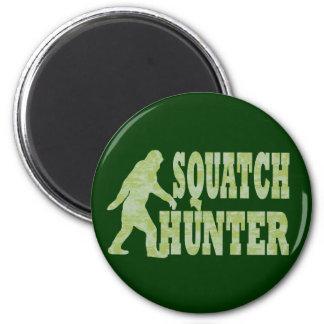 Squatch hunter on camouflage 6 cm round magnet