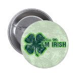 St. Patrick's 'Kiss Me' Shamrock Grunge 6 Cm Round Badge