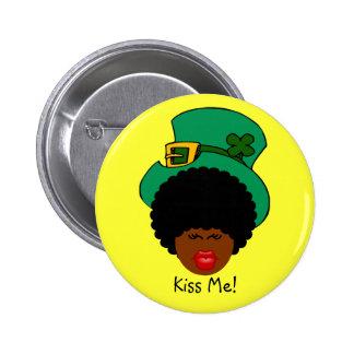 St. Patrick's Day Humor: Kiss Me. I'm Black Irish! 6 Cm Round Badge