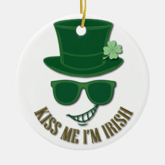 St Patrick's day kiss Me I'M Irish Round Ceramic Decoration