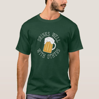 St Patricks Day shamrock - Drinks Well With Others T-Shirt