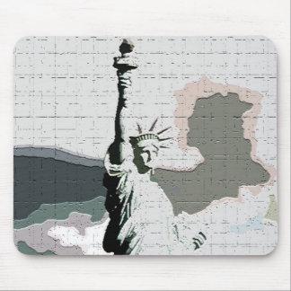 Statue of Liberty Pop Art Mouse Mat