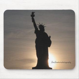 Statue of Liberty, ZeeZeeshotsphotography Mouse Pad