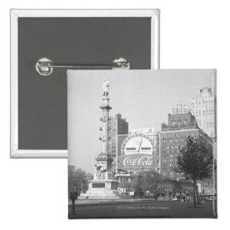 Statue on american city square B&W 15 Cm Square Badge
