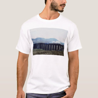 "Steam train ""Green Arrow"" on Ribblehead Viaduct, E T-Shirt"