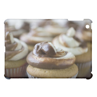 Step by step photos of peanut butter cupcakes cover for the iPad mini