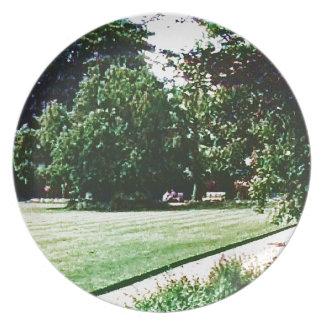 Stratford-upon-Avon England Garden snap-28838 jGib Dinner Plates