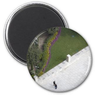 Strolling Magnet