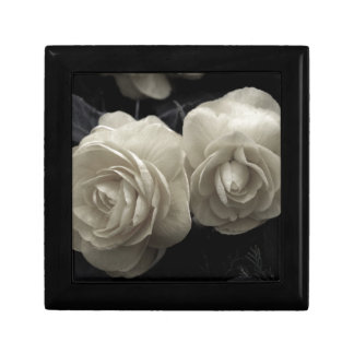 Stunning pale cream roses print small square gift box