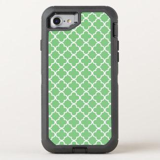 Stylish Green Quatrefoil Pattern OtterBox Defender iPhone 8/7 Case
