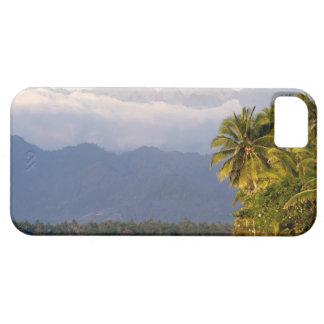 Sun-Einstellung auf Vulkan mit tropischem Strand iPhone 5 Cover