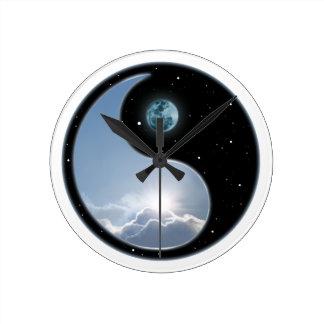 Sun-Moon Yin-Yang Round Clock