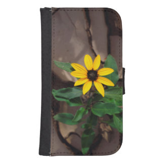 Sunflower growing from Cracked Mud Samsung S4 Wallet Case
