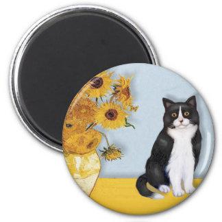 Sunflowers - Black and white cat 6 Cm Round Magnet