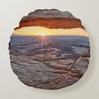 Sunrise at Mesa Arch, Canyonlands National Park Round Cushion