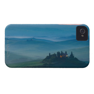 sunrise in the val d?orcia with farmhouse iPhone 4 Case-Mate case
