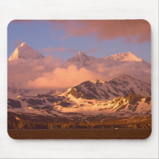 Sunrise over the mountain ranges on South Mouse Mat
