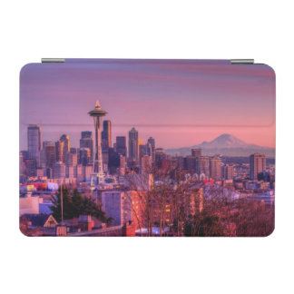 Sunset behind Seattle skyline from Kerry Park. iPad Mini Cover