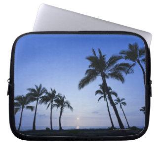 Sunset on Kahaluu Bay in Kona,Hawaii Laptop Sleeve