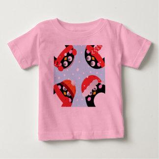 SUPERCUTE WINTER PENGUINS CROWD Pink Tshirt