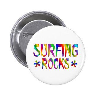 Surfing Rocks 6 Cm Round Badge