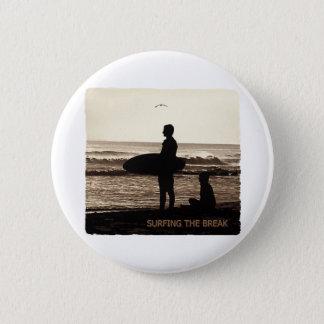 surfing the break 6 cm round badge