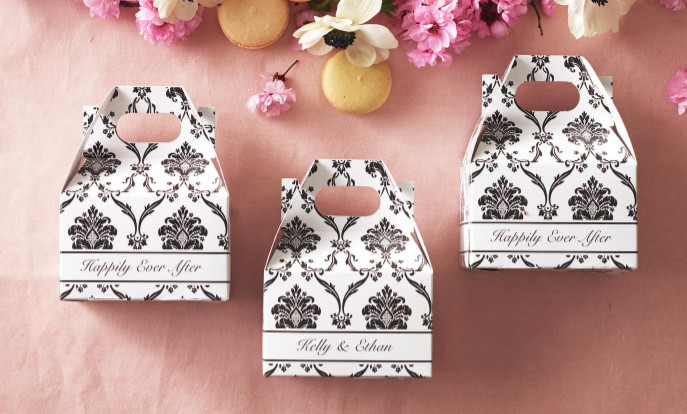 Browse our collection of wedding favour boxes that you can customise!