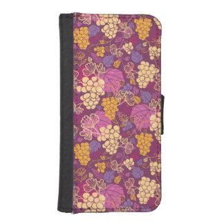 Sweet grape vines pattern background iPhone SE/5/5s wallet case