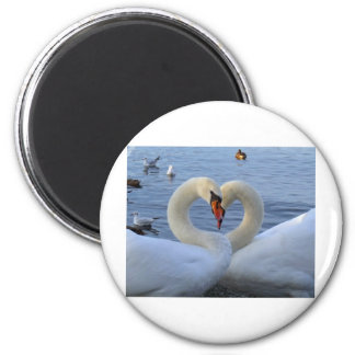 Sweetheart swans 6 cm round magnet