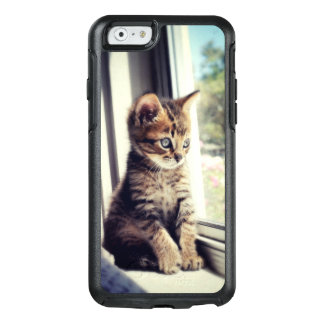 Tabby Kitten Watching Out Window OtterBox iPhone 6/6s Case