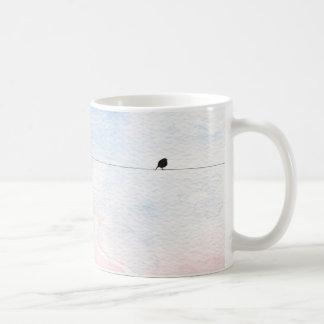 Tasse in zarten Tönen mit kleinem Vogel