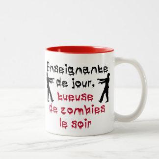 Tasse pour enseignante qui aime les zombies Two-Tone mug