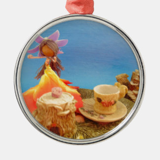 teas up.jpg Silver-Colored round decoration