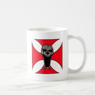 Templar cross skull mug