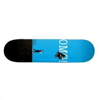 texting walking skateboard