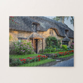 Thatch roof cottage in England Puzzle