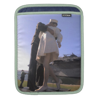 The Big Kiss at Midway Sleeve For iPads